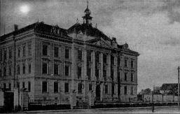 budova školy v roce 1898